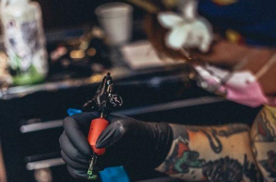 Nieudany tatuaż a odpowiedzialność tatuażysty